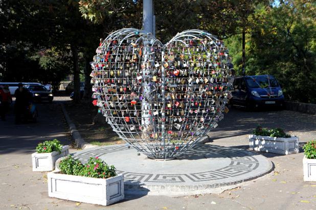 Памятник Влюблённое сердце